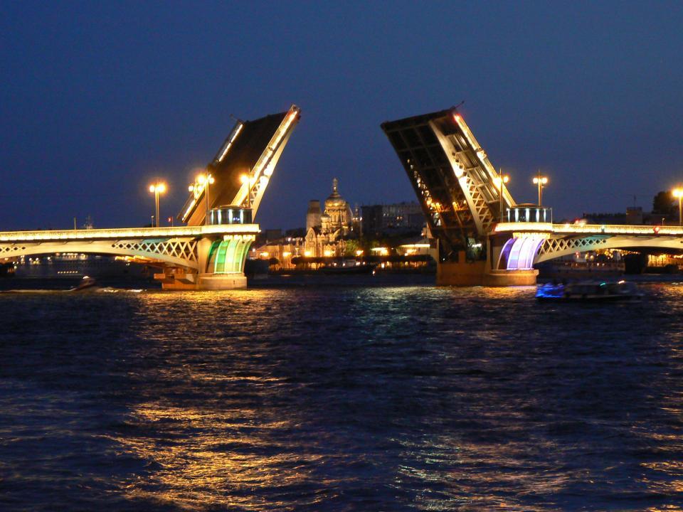 До Москва и Санкт Петербург самостоятелно