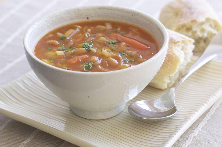 Вкусна зеленчукова супа с топено сирене